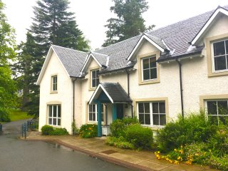 Holiday Lodge near Gleneagles with swimming pool & Golf Clubs.