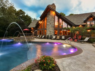 Huge Luxury Lakefront Lodge-Hot Tub~Private Pool~Fireplace~Arcade Room~