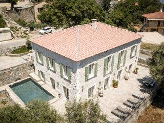 Presbytere avec piscine proche de Saint Florent