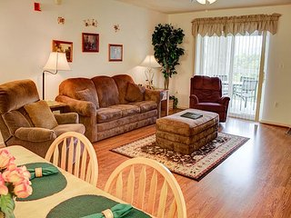 Top Floor, CLEAN 2 BR, Virtual Checkin/Checkout, Indoor Pool OPEN, Fall Deals