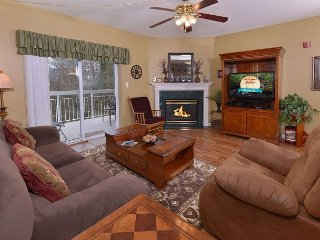 King Bedroom, Indoor Pool OPEN, Fall Savings, 1 BR, Sleeps 4