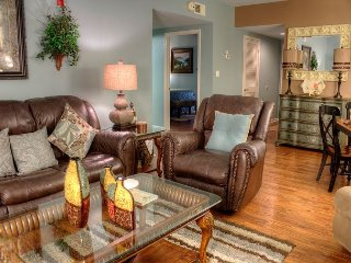 2 BR in Downtown Pigeon Forge • King Beds • Walk-in Level
