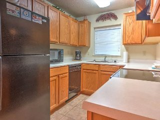 Virtual Check-in, 2 BR on River, Clean, Fall Deals!