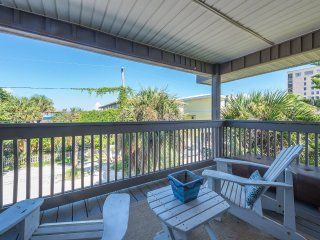 Ship-A-Hoey 812 Gulf Blvd #4 Indian Rocks Beachside pet friendly king size bed