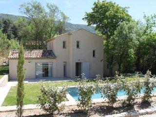 maison avec piscine a 10 min d'aix en provence
