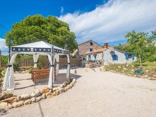 13901 Schönes Rustikal Ferienhaus für Familie