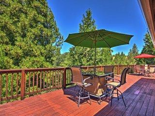 Spacious Murphys Home w/2 Decks & Community Perks!