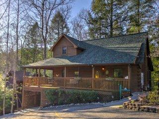 NEW!Cozy Nest 2BR Gatlinburg Cabin w/3-Sided Porch