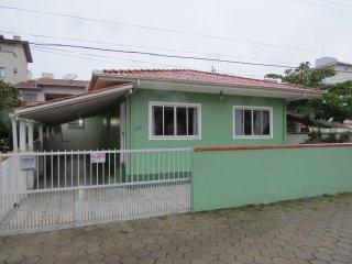 Casa confortavel no centro de Bombinhas