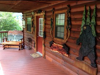 Beautiful cabin 1 mile from Dollywood- hidden springs resort