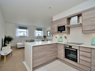 Stylish City Centre Apartment, Perfect Location!