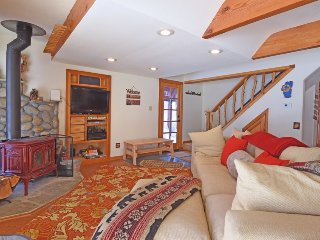 Alpine Meadows Cabin with Views and Hot Tub