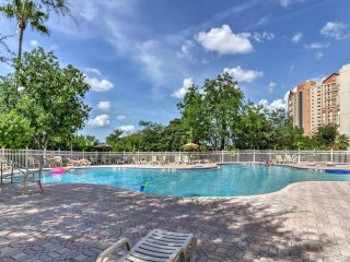 NEW! 2BR Orlando Condo w/Community Pool & Hot Tub!