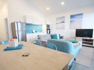 Sunset Place Apartments- The Blue