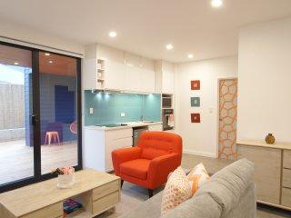 The Orange Ground-Lounge