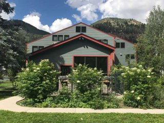 Telluride Lodge - Simple, Easy & Convenient Hot Tub - Free WiFi