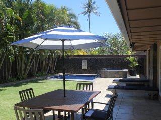 Luxurious 4 BR Kailua Home, Air-Conditioning, Short walk to Beach, Pool!
