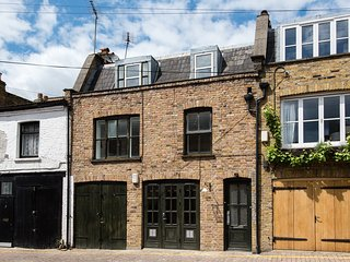 Perfectly located Portobello house on famous Mews