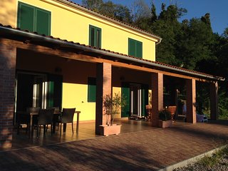 Villa Aurora spacious maisonette Tramonto, secluded sea view villa near Piran