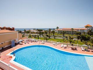 El Duque 2 bed, stunning view, beach, free WiFi