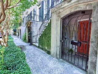 Stay Lucky in Savannah: Serene courtyard on Troup Square; no stairs!