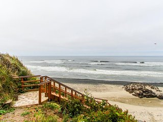 Gorgeous oceanfront home w/ direct beach access, home comforts & ocean views!
