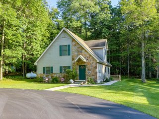 Family- and dog-friendly home w/ deck, forest view - close to lake & ski slopes