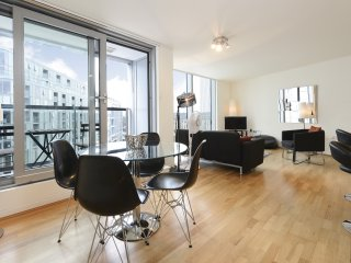 Luxury one-bedroom apartment near the Thames