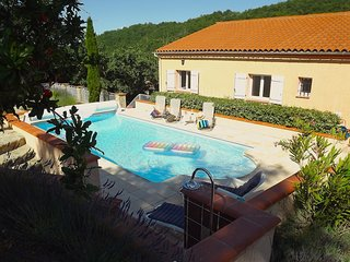 Elegant Studio Mimosa, pool, wifi, garden, parking