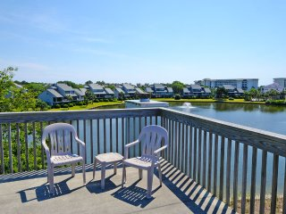 Oyster Catcher 153 w/Lake views, Litchfield Beach, 3 bd/3bth Split Level Villas