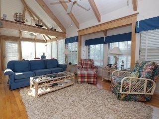 Oyster Catcher32, Split Level Villa w/ Lake view, Litchfield, 3 bd/3bth