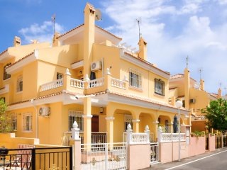 Fantastic Cuatro-House with Shared Swimming Pool- La Zenia/Playa Flamenca