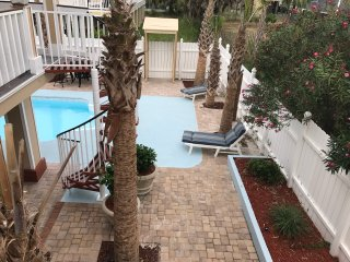 New renovation, beautifull lanscaping homes with 3 decks