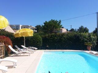 Mas provencal 8/10 personnes piscine privée ,calme