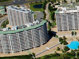 Beachfront resort condo w/ gulf views!! Access to multiple pools, fitness, sauna