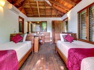 Aqua: Casa Urraca Tree House Studio