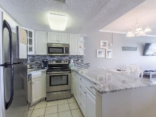 Top floor, Updated Condo with Spectacular Views and FREE Beach Service (709)