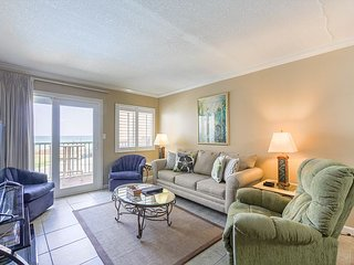 Spectacular Gulf-front 2 BR condo# 310 Book 6 nights, Get the 7th Free!
