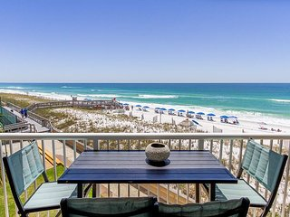 Updated CORNER UNIT with best views in the building! Beach Chairs Included!