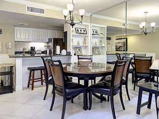 Secluded hideaway. Private Courtyard, BBQ Grill & in-unit Washer/Dryer (1A)
