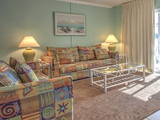 Beautiful 1 BR condo # 114 Steps away from pool, beaches, and tennis courts!