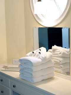 Guests receive towels and toiletries.