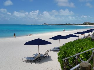 5-STAR REGENT GRAND .... OCEAN FRONT Premium Suite on Grace Bay