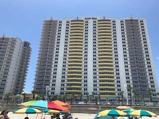 Visit beautiful Daytona Beach with Ocean Walk!