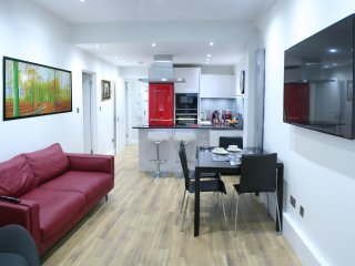 New Luxurious 3 Bed/2 Bath Garden Flat