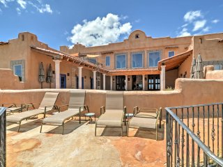 Luxurious Los Cerrillos Hillside Villa w/Views!