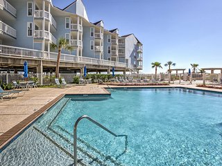 Beachfront Galveston Condo w/Patio and Pool Access
