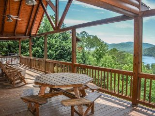 MOUNTAIN LAKE OVERLOOK-4 BED/3.5 BATH--LUXURY CABIN WITH MOUNTAIN AND LAKE