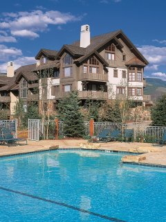 Spacious Arrowhead Townhome, Alpine Views, 4 Br + Den