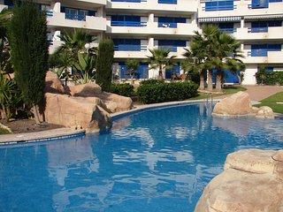 Apartamento en un residencial cerrado con 4 piscinas y zonas ajardinadas
